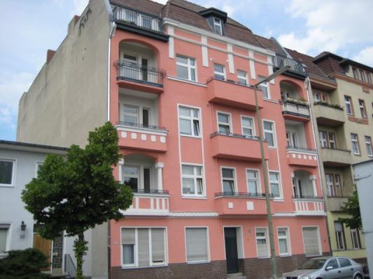 Wohnhaus (ca. 1.000 m²)